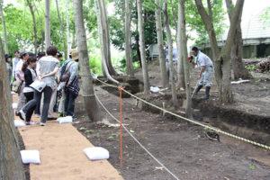 発掘現場公開・現場ガイドが始まりました。