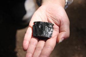 黒曜石製の石器が出土しました